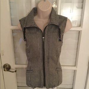 Dark navy/black zip up vest with pockets like new